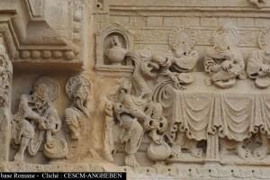 Saint-Julien-de-Jonzy, portail, linteau, Lavement des pieds et Cène (cliché M. Angheben/CESCM)